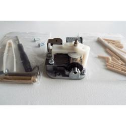 Orphéus le robot en bois, détail du contenu.